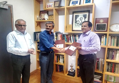 CUK Signs MOU with IIT Hyderabad for Mentorship to School of Engineering